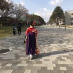 卒業式に小学生が袴姿で出席~着付けやトイレはどうする?